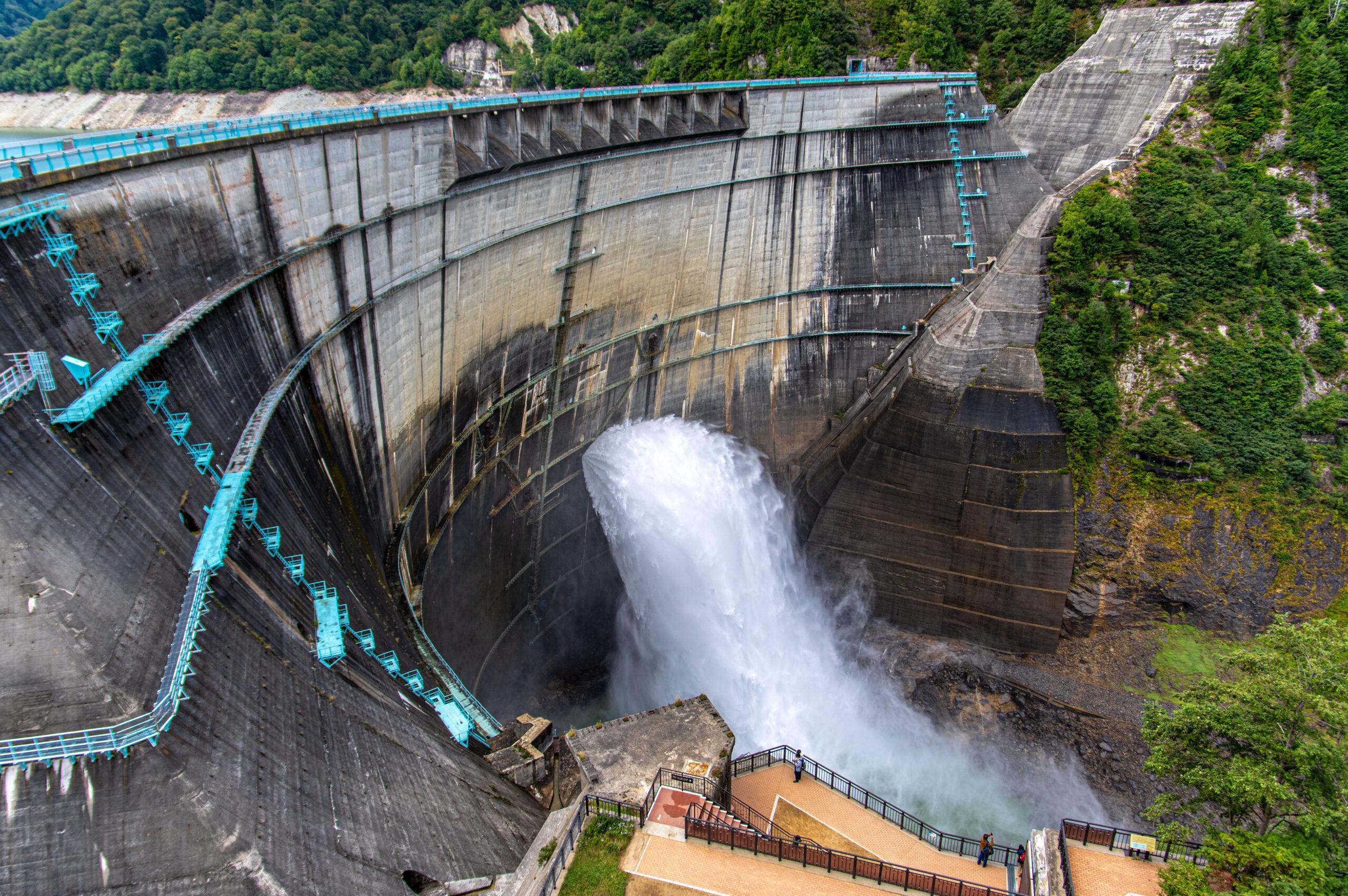 登山ルートから行けてしまう大迫力の絶景スポット!富山県の黒部ダムへの行き方!