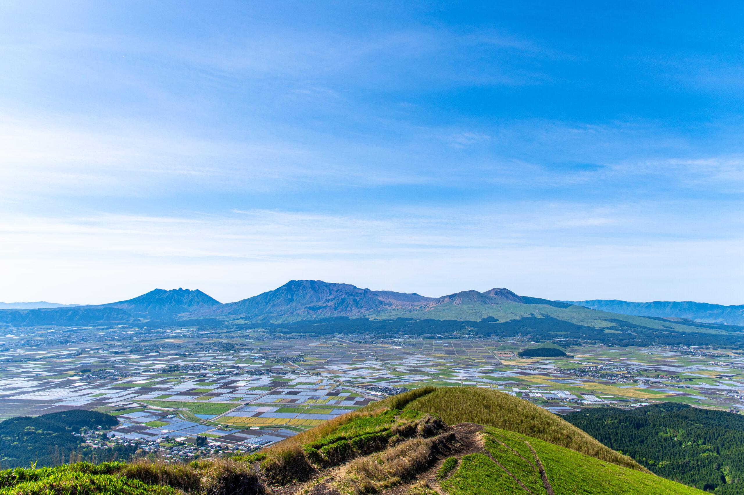 阿蘇山の全貌や町並みを一望出来てしまう贅沢な展望台。熊本県の大観峰への行き方。