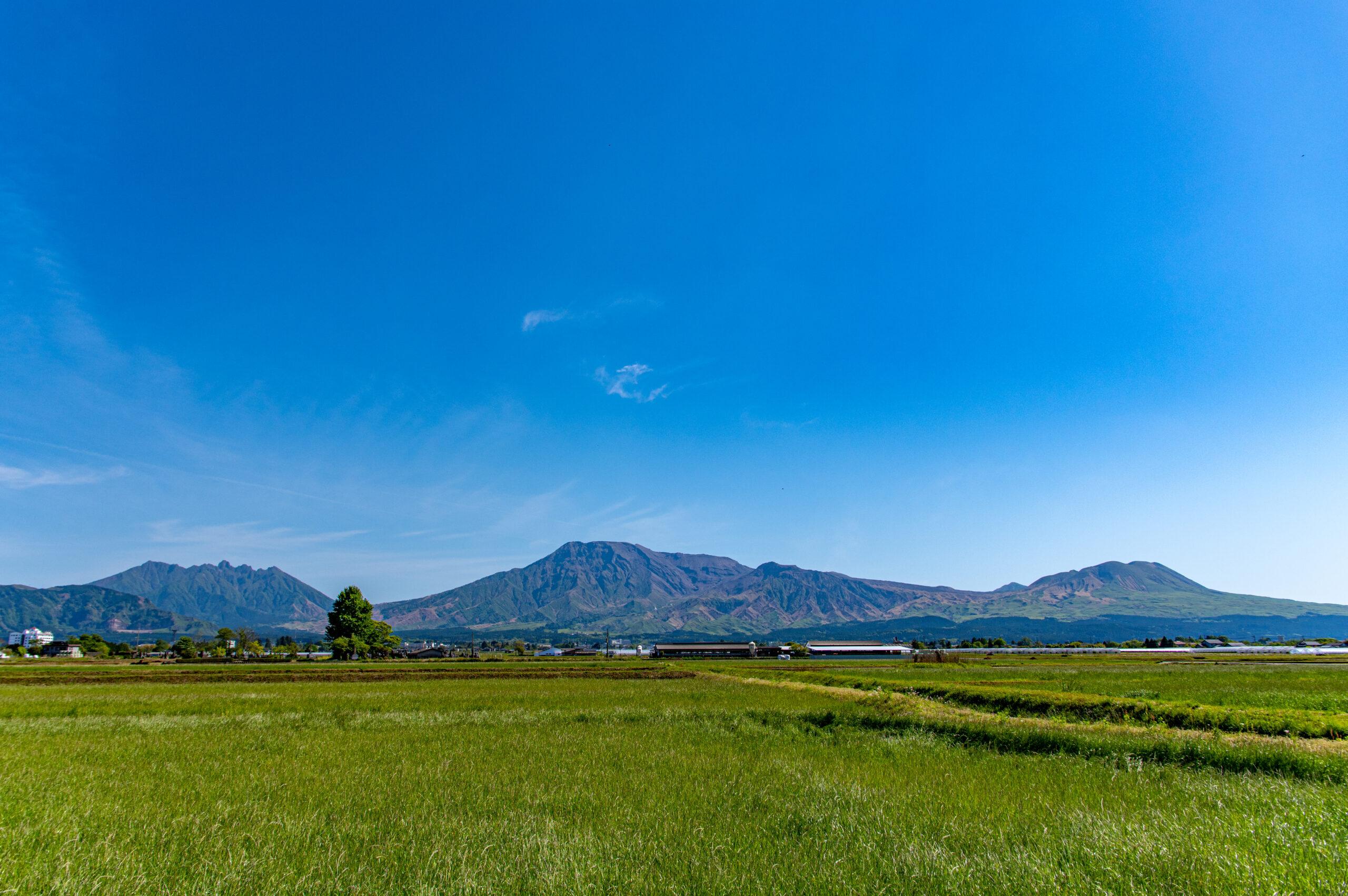 日本が誇る温泉地の別府から、阿蘇へ行ってみよう。火山の町、熊本県の阿蘇への行き方