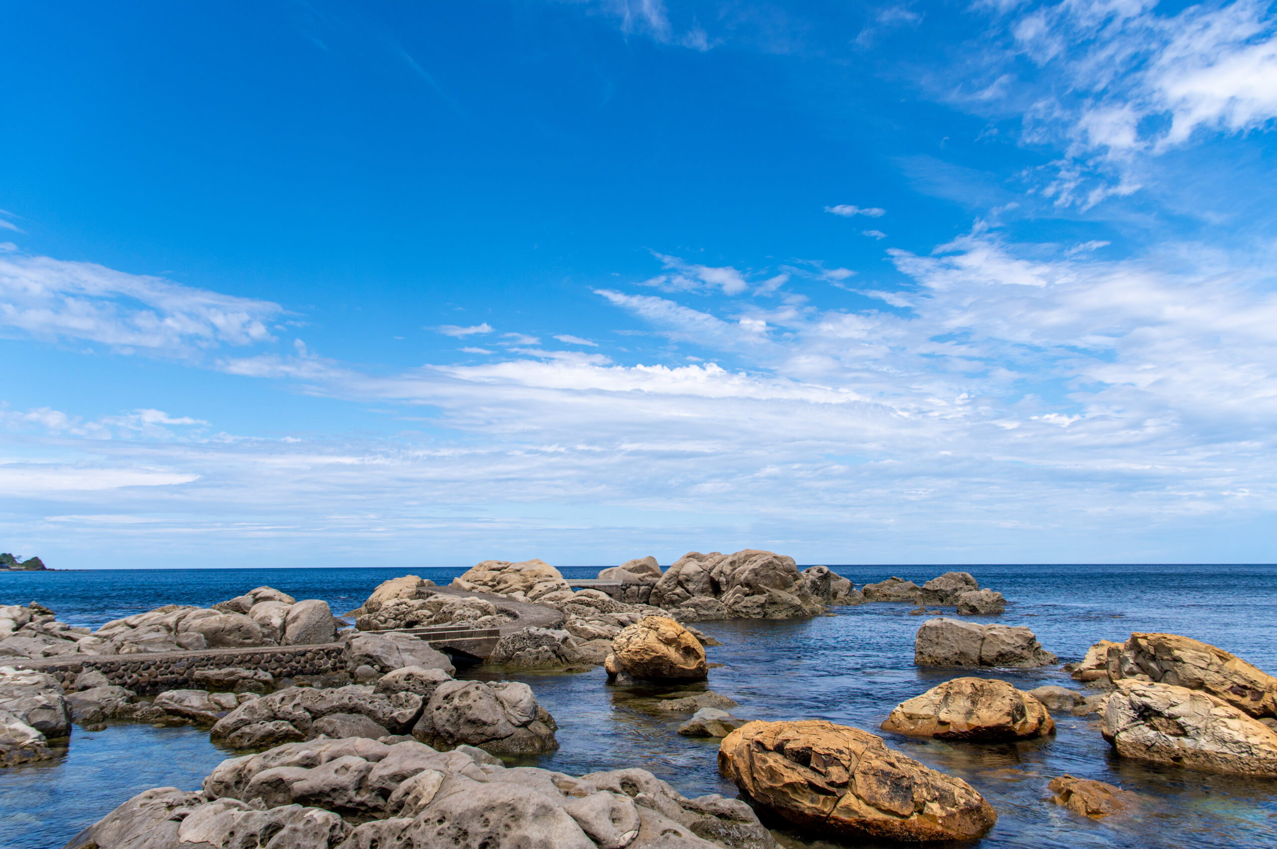 輪島市内から徒歩で簡単に行ける海が見えるスポット。石川県の鴨ヶ浦への行き方。